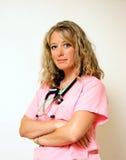 armar korsad sjuksköterska Arkivfoto