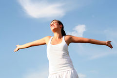 armar outstretched kvinnan Fotografering för Bildbyråer