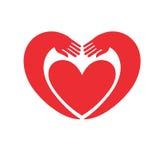 armar runt om hjärta Arkivbild