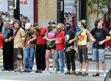 armar som låser personer som protesterar royaltyfria bilder