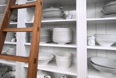 Armario casero con los platos Imágenes de archivo libres de regalías
