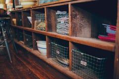Armario de cocina antiguo rústico Fotos de archivo