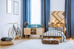 Armario de madera al lado de la cama Imagen de archivo libre de regalías