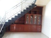 armario debajo de las escaleras Fotos de archivo