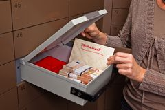 Armario en una cámara acorazada de batería Fotos de archivo libres de regalías