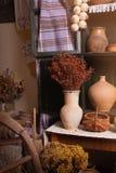 Armario viejo con los potes y los tarros Imágenes de archivo libres de regalías