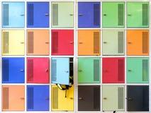 Armarios coloridos de la escuela imagen de archivo