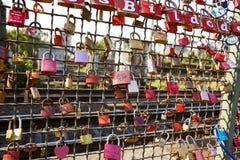 Armarios del amor en el puente de Hohenzollern fotografía de archivo libre de regalías