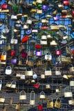 Armarios en el puente de Hohenzollern imagen de archivo libre de regalías