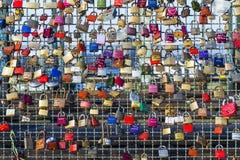 Armarios en el puente de Hohenzollern Foto de archivo libre de regalías