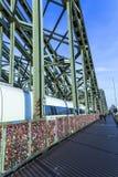 Armarios en el puente de Hohenzollern Fotos de archivo libres de regalías