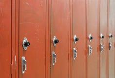 Armarios rojos de la High School secundaria imágenes de archivo libres de regalías