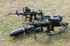 Armas automáticas en la tierra Imagen de archivo libre de regalías