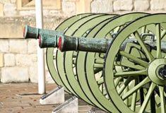 Armas históricos en la torre de Londres imagen de archivo libre de regalías