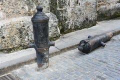Armas velhas na rua em Havana velho fotos de stock