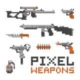 Armas y armas del estilo del juego del arte del pixel aislados en el sistema blanco del vector Fotos de archivo