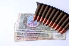 Armas y dinero Foto de archivo