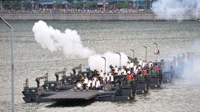 21 armatni artyleryjski salut podczas święto państwowe parady próby 2013 (NDP) Zdjęcie Royalty Free