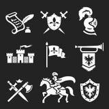 Armatura del cavaliere ed insieme medievali dell'icona delle spade Immagini Stock Libere da Diritti