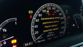 Armaturenbrett eines teuren Autos stock video