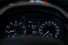 Armaturenbrettauto mit einem schönen weißen Licht stockfoto