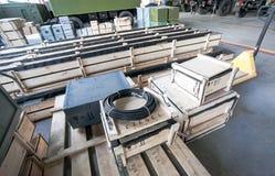 Armazém com as caixas de madeira na fábrica Imagem de Stock Royalty Free