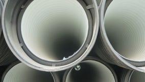 Armazém do local de armazenamento industrial terminado do ar livre das tubulações plásticas Fabricação de fábrica plástica das tu video estoque