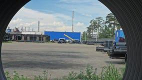 Armazém do local de armazenamento industrial terminado do ar livre das tubulações plásticas Fabricação de fábrica plástica das tu vídeos de arquivo