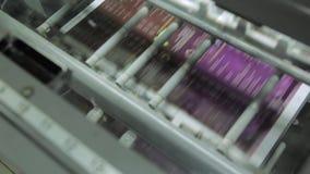 Armazém na impressão O equipamento para uma imprensa em uma casa de impressão moderna filme