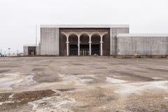 Armazém - Randall Park Mall - Cleveland abandonados, Ohio fotos de stock royalty free