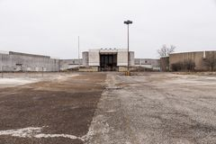 Armazém - Randall Park Mall - Cleveland abandonados, Ohio imagem de stock