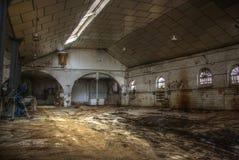 Armazém vazio abandonado. Fotografia de Stock