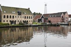 Armazéns antigos em Dokkum, os Países Baixos Fotografia de Stock Royalty Free