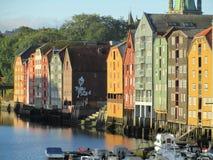 Armazéns de madeira coloridos Trondheim Fotos de Stock Royalty Free