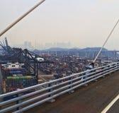 armazéns para navios o porto de Hong Kong Foto de Stock Royalty Free
