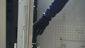 Armazenamento com caixas do dinheiro, operação bancária da máquina de caixa automatizado da carga do protetor do CIT vídeos de arquivo
