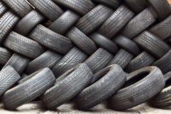 Armazenamento de pneus usados Foto de Stock