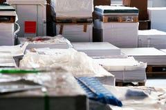 Armazenamento dos papéis dentro do escritório Fotos de Stock Royalty Free