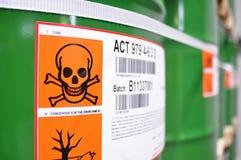Armazenamento dos tambores em uma fábrica química - logística e transporte imagem de stock