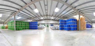 Armazenamento dos tambores em uma fábrica química - logística e transporte imagens de stock royalty free
