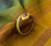 Armband i ormform Royaltyfri Fotografi