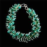 Armband med gröna Gemstones och guld Royaltyfri Fotografi