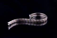 Armband på svart Arkivbild