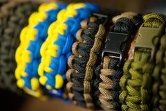 Armband som flätas från rep Arkivfoton