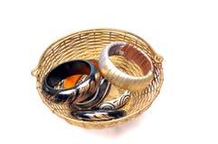 Armbanden in mand stock afbeelding