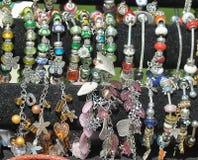 Armbanden met charmes Royalty-vrije Stock Afbeelding