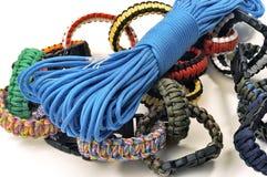 Armbanden van overleving stock foto's