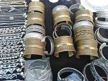Armbanden voor verkoop op Indische markt royalty-vrije stock afbeelding