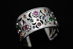 Armbandet & Glitzy vaggar gemstonen och zirkoncirkeln Royaltyfri Fotografi