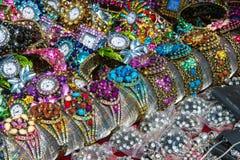 armbandklocka som dekoreras med kulöra stenar, royaltyfria foton